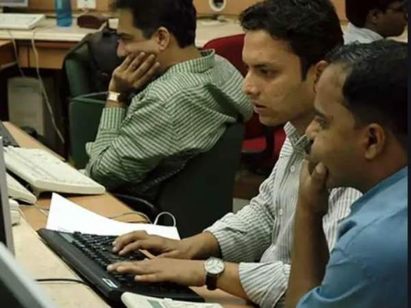 నష్టాల్లో మార్కెట్లు: సెన్సెక్స్ 250 నష్టం, 11,250 దిగువన నిఫ్టీ