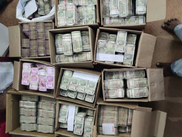 దక్షిణాదిన నకిలీ దందా: రూ.3,300 కోట్ల హవాలా రాకెట్ రట్టు, ఆంధ్రప్రదేశ్ వ్యక్తికి రూ.వందల కోట్లు