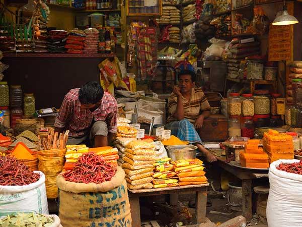మాల్స్కు గుడ్బై: గళ్లీలోని కిరాణా దుకాణమే ముద్దు, ఆ బ్రాండ్స్నే కొంటాం