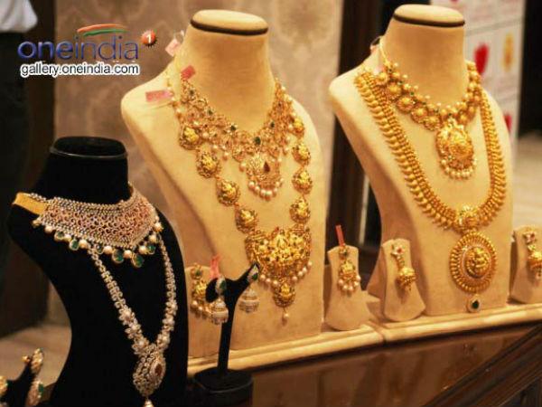 Gold prices today: స్వల్పంగా తగ్గిన బంగారం, వెండి ధరలు