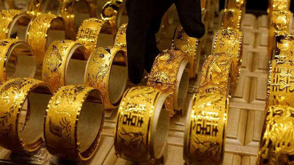 అదిరిపోయే న్యూస్: రూ.45,766కు వచ్చిన బంగారం ధర, వెండి రూ.1600 డౌన్
