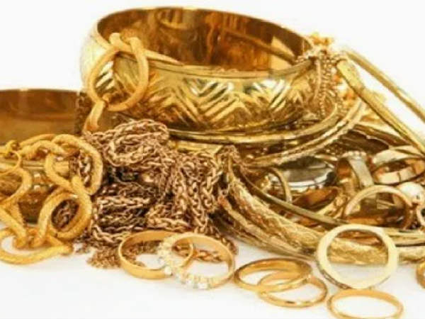 Gold prices today: తగ్గిన బంగారం, వెండి ధరలు: ఐనా ఆ మార్కుకు పైనే