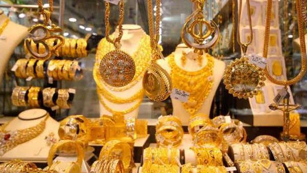 Gold prices today: బంగారం ధరలు కిందకే, వెండిదీ అదే దారి