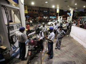 Moily Diesel Prices Be Hiked 40 50 Paise Every Month