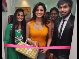 Actress Shilpi Sharma Inaugurates Pain Free Removal Machine