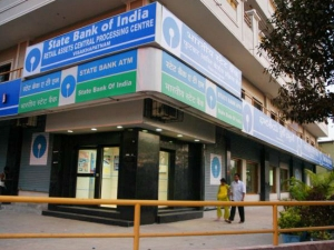 Sbi Denies Reports Rs 25 Transaction Charges On Atm Withdraw