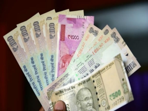 Rupee Slips 25 Paise Against Dollar Early Trade