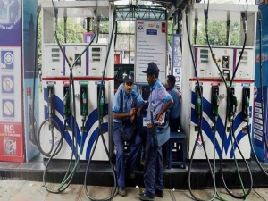 Petrol Diesel Prices Fall 39 45 Paise Per Litre On Friday