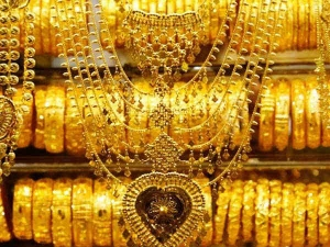 Gold Plunges Rs 600 On Weak Global Cues Muted Demand