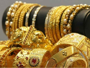Gold Prices Zoom Rs 930 To Rs 35 800 Per 10 Gram