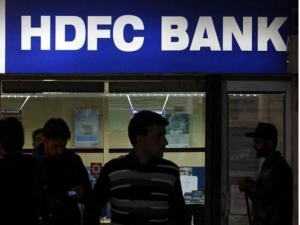 Alert Fraudsters Can Steal Your Money Hdfc Bank Says Don T Do This