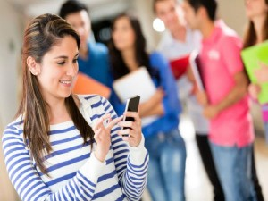 Central Government Giving Free Smartphones Students
