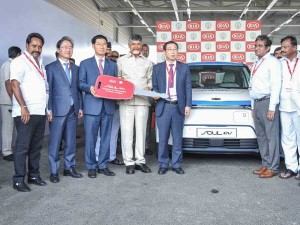 Kia Motors Hands Over Soul Ev Andhra Pradesh Government