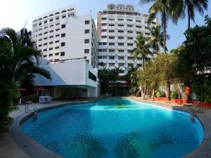 Chennai Hotels Battle Severe Water Crisis