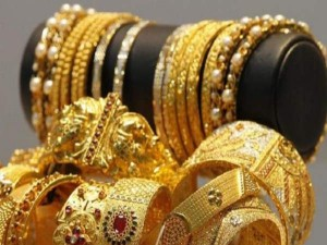 Gold Prices Surge Today Silver Rates Hit New Life Time High As Rupee Tumbles