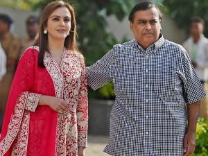 Mukesh Ambanis Family S Wealth Rises To Rs 5 Lakh Crore As Ril Hits 10 Lakh Crore Market Cap