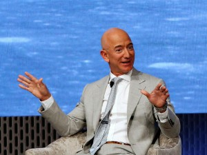 Amazon Ceo Jeff Bezos To Meet Pm Modi Pays Tribute To Mahatma Gandhi
