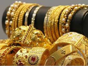 Gold Price Hits Record High Crosses Rs 43 000 Per 10 Gm