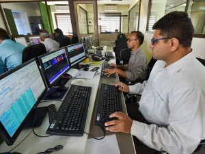 Sensex Off Day S High Up 100 Points