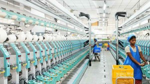 Textile Industry Hit By Corona Rs 1000 Crores Loss To Surat