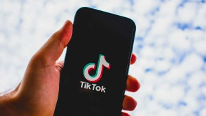 Oracle Enters Race To Buy Tiktok S Us Operations