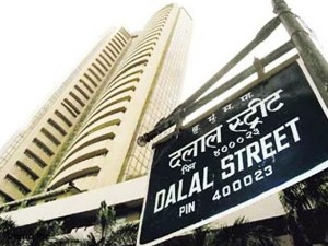 Sensex Falls 475 Points From Day S High Ends 98 Points It Realty Gain